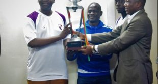Vainqueur de la super coupe AJSB : L'AS SONABEL présente son trophée au Ministre de l'Energie, Dr Bachir Ismaël OUEDRAOGO